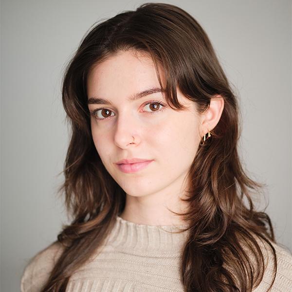 Laura Grace Oliveira headshot